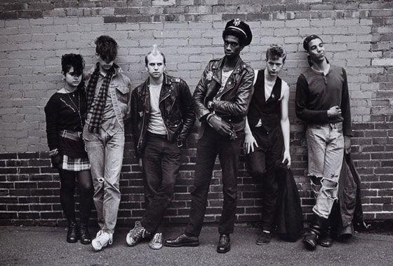90s Men's Grunge Fashion, Photo Credit: swipelife.com/Michael Lavine